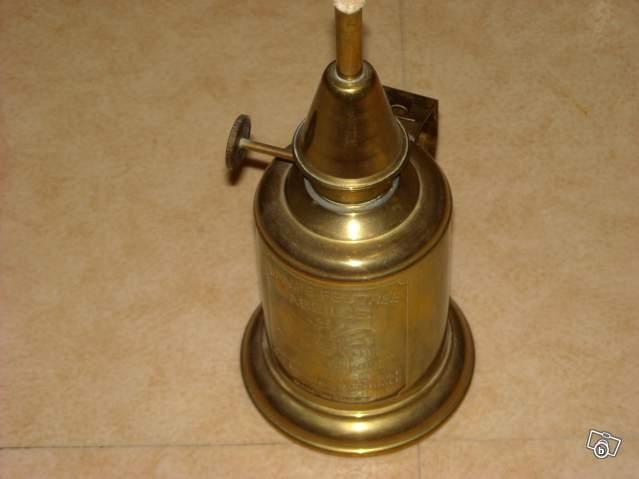 Ancienne Lampe Feutree Abeille En Cuivre Collection