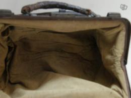 ancienne valise de docteur collection. Black Bedroom Furniture Sets. Home Design Ideas