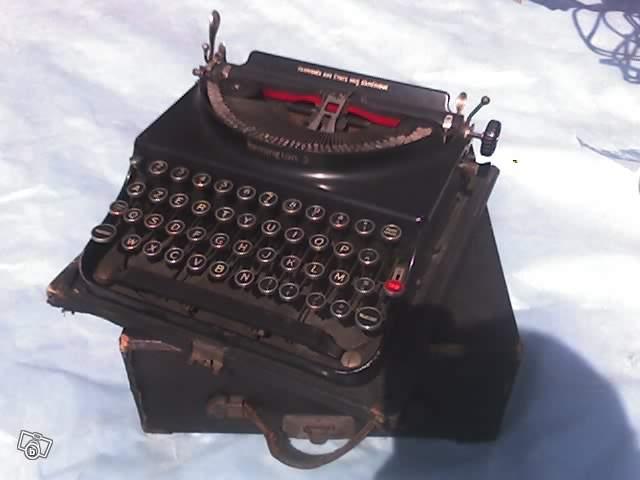 ancienne machine crire remington avec boite en cuire collection. Black Bedroom Furniture Sets. Home Design Ideas