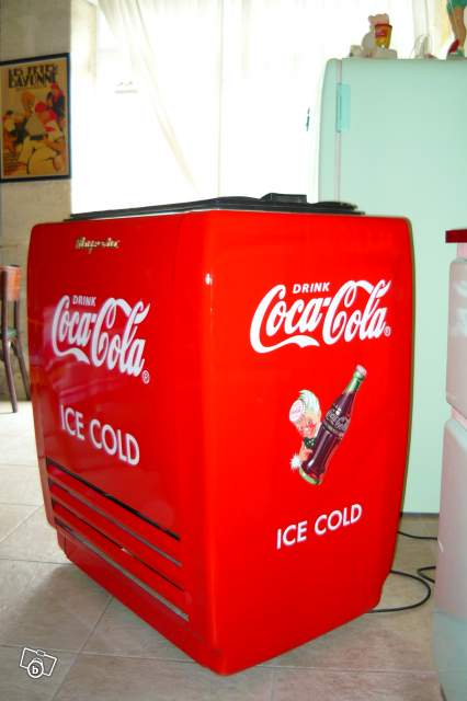 ancienne glaci re majestic coca cola collection. Black Bedroom Furniture Sets. Home Design Ideas