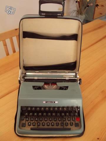 ancienne machine crire olivetti lettera 32 manuelle collection. Black Bedroom Furniture Sets. Home Design Ideas