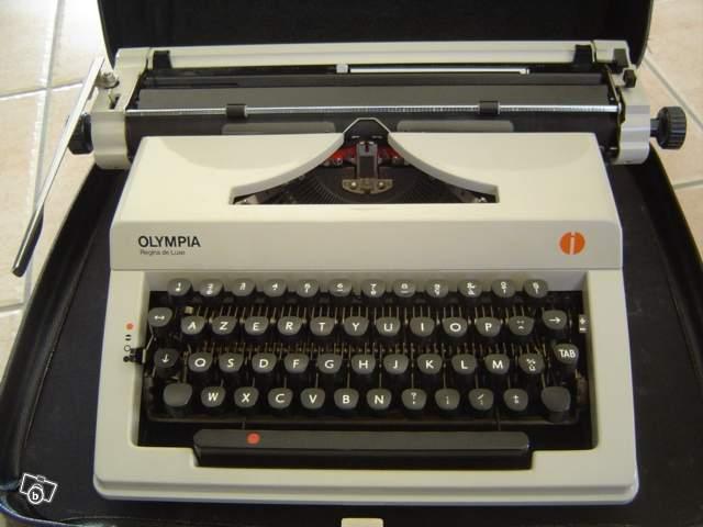 ancienne machine crire olympia regina de luxe collection. Black Bedroom Furniture Sets. Home Design Ideas