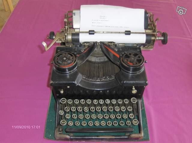 ancienne machine crire royal ann es 1940 collection. Black Bedroom Furniture Sets. Home Design Ideas