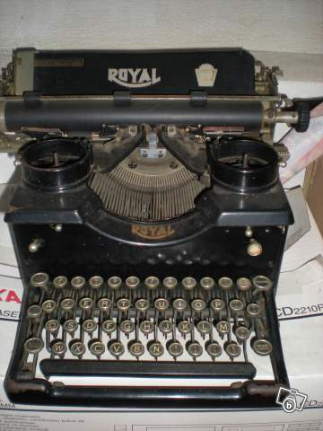 ancienne machine crire de marque royal collection. Black Bedroom Furniture Sets. Home Design Ideas