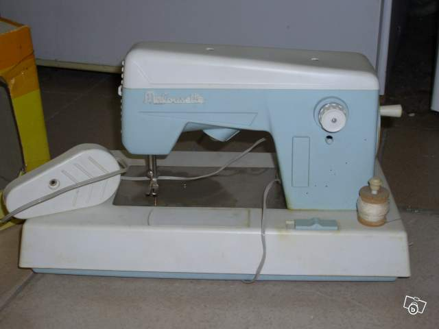 Ancienne machine coudre enfants 60 70 ma cousette collection for Machine a coudre 70 euro