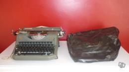 ancienne machine crire rooy 40 des ann es 40 50 avec housse collection. Black Bedroom Furniture Sets. Home Design Ideas