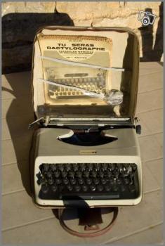 ancienne machine crire portable underwood 18 collection. Black Bedroom Furniture Sets. Home Design Ideas