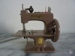 Ancienne machine coudre jouet ann es50 60 singer collection for Machine a coudre 60