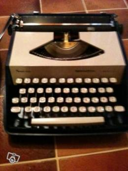 ancienne machine crire remington portable collection. Black Bedroom Furniture Sets. Home Design Ideas
