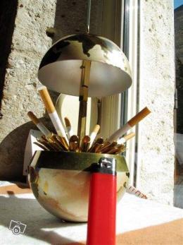 globe distributeur de cigarettes collection. Black Bedroom Furniture Sets. Home Design Ideas