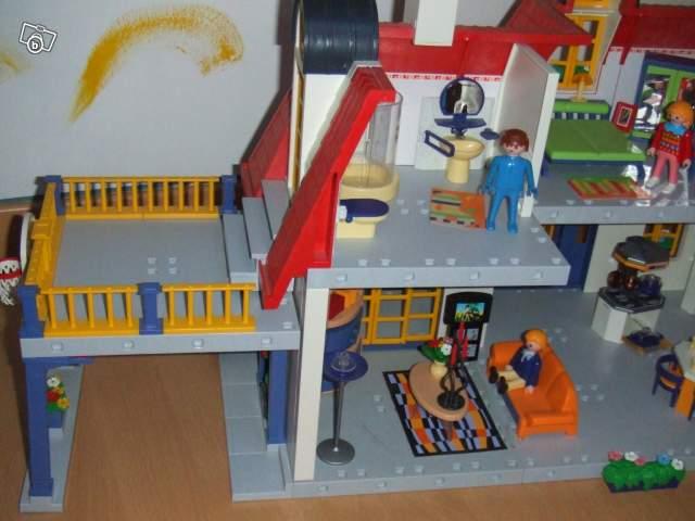 La maison contemporaine playmobil avec meubles et collection for Meuble playmobil