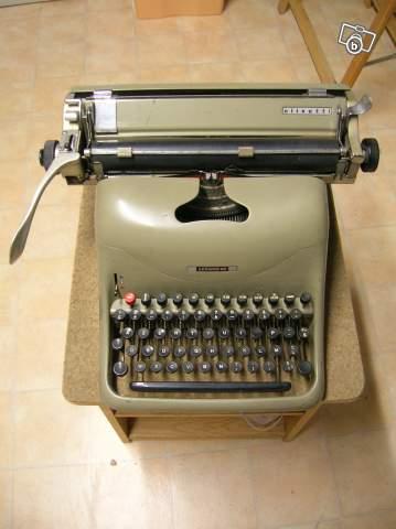 machine crire olivetti lexicon 80 collection. Black Bedroom Furniture Sets. Home Design Ideas