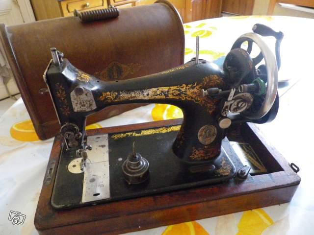 Machine coudre de collection avec boite collection for Boite machine a coudre
