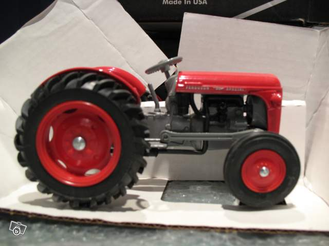 Massey Ferguson 35 Special : Miniature tracteur massey ferguson spécial collection