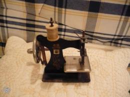 petite machine coudre jouet collection. Black Bedroom Furniture Sets. Home Design Ideas