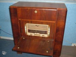 poste de radio ancien avec tourne disque collection. Black Bedroom Furniture Sets. Home Design Ideas