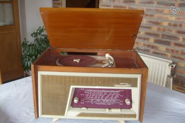 ancien poste radio tourne disque en bois collection. Black Bedroom Furniture Sets. Home Design Ideas