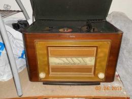 radio tourne disque ancien coffre en bois collection. Black Bedroom Furniture Sets. Home Design Ideas