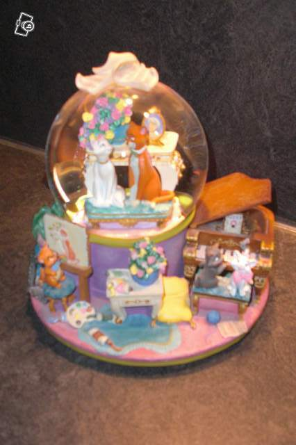 Snowglobe Disneyland Musical Les Aristochats Collection