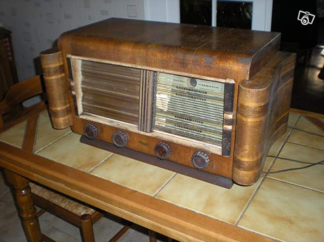 vieux poste radio hermes radio collection. Black Bedroom Furniture Sets. Home Design Ideas