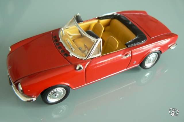 mod le r duit fiat 124 spider sport rosso 1966 collection. Black Bedroom Furniture Sets. Home Design Ideas