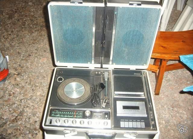 ancien tourne disque sanyo avec radio cassette collection. Black Bedroom Furniture Sets. Home Design Ideas